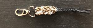 Handgemachter Schlüsselanhänger, Taschenanhänger aus Miyuki Rocailles Perlen auf einer gewachsten Baumwollschnur -Einzelstück - Handarbeit kaufen