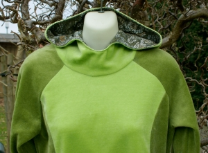 gemütlicher Nicki-Hoodie grün Gr.S Longshirt Kapuze Unikat handgenäht