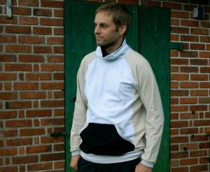 Männer-Pullover LASSE leichter Sweat Gr. M beige schwarz weiß Rollkragen Tasche leger bequem handgenäht  - Handarbeit kaufen