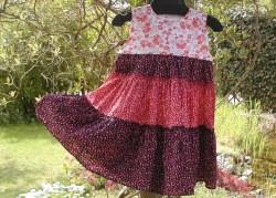 Mädchen Kleid  TAUSEND BLÜMCHEN  Gr. 122/128 rot weiß schwarz Baumwolle Blumen ärmellos luftig romantisch