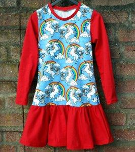 Mädchen Kleid EINHORN im REGENBOGEN  Gr.128 bunt rot hellblau Wolken romantisch Volant beschwingt verspielt unicorn Wunschgröße