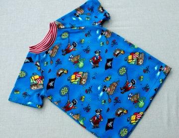 Shirt PIRATEN Kurzarm Gr.98, 110 Baumwolle Jersey blau bunt Einzelstücke handgenäht Sommer maritim fröhlich