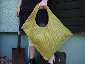 Extravagante Handtasche- Mesh- Messsinggrün- Hingucker-