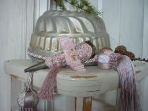 ###Tussie Mussie, Spitztüte aus Metall mit rosa Spitze###