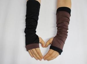Wendestulpen mit Daumenloch, lang, aus BioBaumwolle in schwarz/braun - Handarbeit kaufen