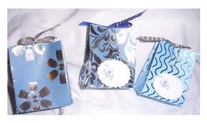 Geschenkschachtel * handgemacht *  für 3 kleine Geschenk 5 x 4 x 2 cm * hellblau - silber
