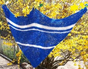 * handgestricktes Dreieckstuch * 145 cm lang 85 cm tief  blau  weiß  Schultertuch Tuch locker luftig weich