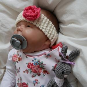 Baby Stirnband mit Häkelblüte  ** ROSE **  gestrickt u. gehäkelt