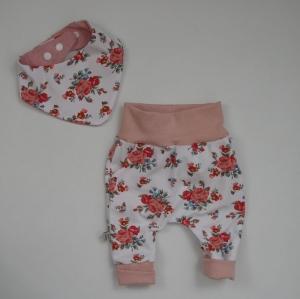 Neugeborenenset ROSE 2-teilig  Wendehalstuch Pumphose für Baby GRöße 56 von zimtbienchen  - Handarbeit kaufen