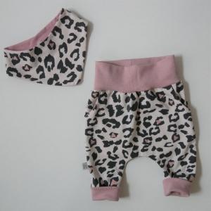 Neugeborenenset LEOPRINT 2-teilig  Wendehalstuch Pumphose für Baby GRöße 56 von zimtbienchen  - Handarbeit kaufen