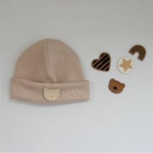 ERDFARBEN Rippbeanie  Baby Kind Mützchen, verschiedene Farben und Patches von zimtbienchen kaufen - Handarbeit kaufen