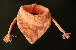 Gestrickte Tuch für Baby und Kleinkinder Farbe Lachs