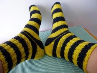 ♡  Socken,handgestrickte Socken ,GRÖSSE 41 ,Strümpfe,schwarz,gelb