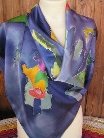 Seidentuch in herrlicher Satin Seide und bunten Farben in Handarbeit bemalt 90x90
