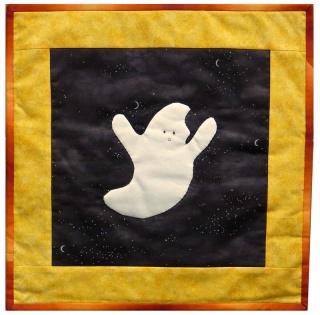 ♡ Kissen für Halloween mit applizierten Geist auf schwarzem Grund