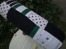 grün-schwarz-weiße Nackenrolle