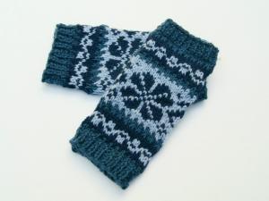 Armstulpen Blautöne Wolle Mischgarn handgestrickt Norwegermuster mit Blume - Handarbeit kaufen