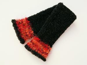 Armstulpen Pulswärmer schwarz Wollemischung handgestrickt mit rotem Kuschelrand