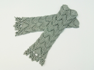 Armstulpen Pulswärmer helles Grau Baumwolle handgestrickt Lochmuster  filigran - Handarbeit kaufen