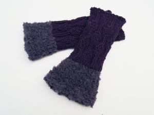 Armstulpen Pulswärmer violett lila  handgestrickt mit Kuschelrand  - Handarbeit kaufen