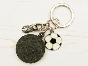 Schlüsselanhänger Fußball Fußballschuh Lava schwarz  - Handarbeit kaufen