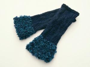 Armstulpen Pulswärmer Blau Blumenmuster handgestrickt mit Kuschelrand  - Handarbeit kaufen