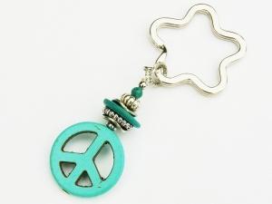 Schlüsselanhänger peace Howlith türkis Taschenanhänger - Handarbeit kaufen
