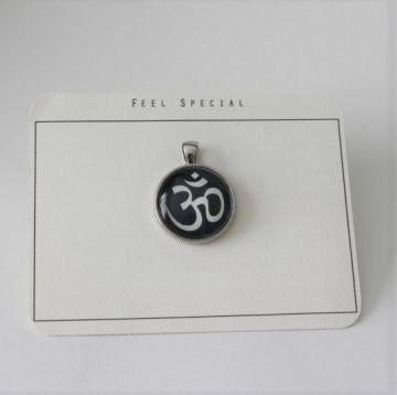 Für alle Yoga begeisterten...aus meiner Namaste Kollektion das OM- Zeichen als Cabochon Anhänger, Dark Blue