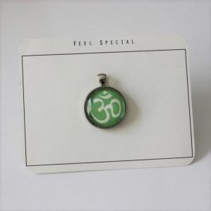 Für alle Yoga begeisterten...aus meiner Namaste Kollektion das OM- Zeichen als Cabochon Anhänger, Apfel Grün