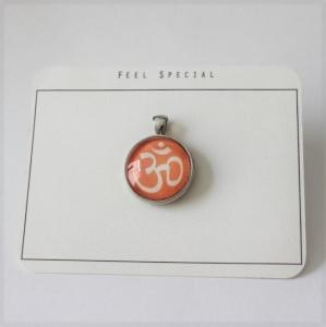 Für alle Yoga begeisterten...aus meiner Namaste Kollektion das OM- Zeichen als Cabochon Anhänger, Orange