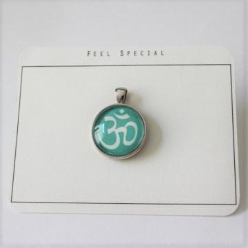 Für alle Yoga begeisterten...aus meiner Namaste Kollektion das OM- Zeichen als Cabochon Anhänger, Turquoise