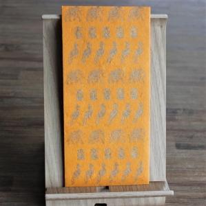 Handgeschöpfte indische Briefumschläge, ideal als besondere Verpackung für das  Geldgeschenk zu Hochzeiten, Geburtstage und weiteren Anlässen, Safranfb. mit Elefanten+Pfauen