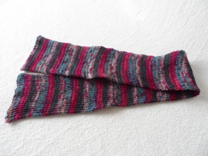 Kinderschal gestrickt, Farbverlauf bunt, 80 cm lang und 9 cm breit.  - Handarbeit kaufen