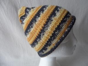 Beanie, Mütze mit Rollrand, gestrickt, Farbverlauf beige-schwarz, KU 50/ 52 cm,unisex  - Handarbeit kaufen