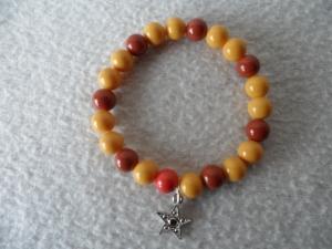 Perlenarmband braun/ beige mit Sternanhänger   - Handarbeit kaufen