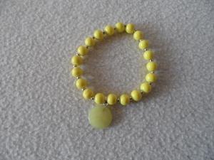 Perlenarmband,Acrylperlen, gelb, Halbedelsteinanhänger  - Handarbeit kaufen