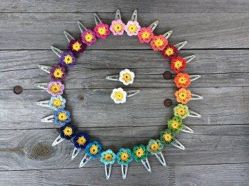 **Angebot** 5 Haarspangen Blumen, zweifarbig gehäkelt