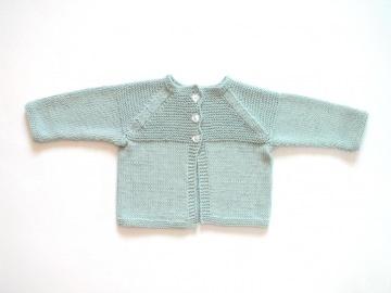 Handgestrickte Babyjacke aus weichem Baumwollgarn für Neugeborene  - ein tolles Geschenk zur Geburt