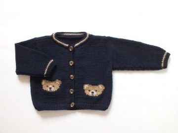 Bärenstarke Babyjacke - handgestrickt aus kuschelweicher Merinowolle - ein tolles Geschenk