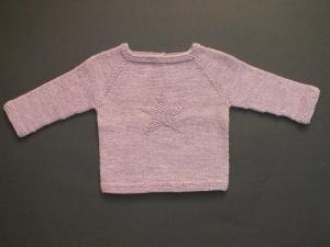 Handgestrickter Babypullover mit Stern aus weicher Wolle (Merino) in rosa meliert - ein tolles Geschenk