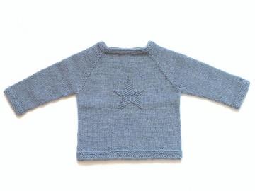 Handgestrickter Babypullover mit Stern aus weicher Wolle (Merino) in hellblau meliert - ein tolles Geschenk