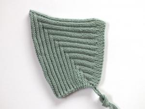 Handgestrickte grüne Zwergenmütze für kühle Tage aus weichem Garn - als Geschenk besorgen