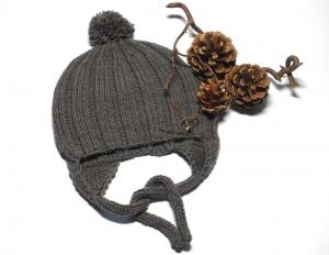 Warme Bommelmütze mit Ohrenklappen - jetzt schon an die kalten Tage im Winter denken - KU 40-43 cm
