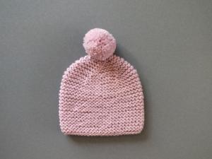 Handgestrickte Babymütze mit Bommel für Frühchen aus kuschelweicher Wolle (Merino) in puderrosa - KU 33-35 cm - Handarbeit kaufen