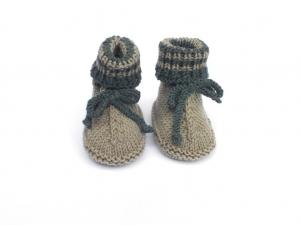 Handgestrickte warme Babystiefel aus weicher Wolle (Merino) in grün - ein tolles Geschenk