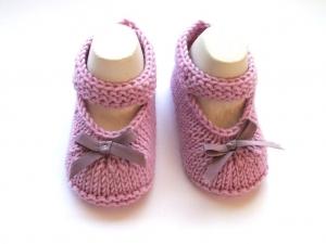 Handgestrickte Baby-Ballerina für festliche Anlässe aus weicher Wolle (Merino)