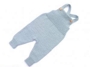 Handgestrickte Latzhose aus weicher Merinowolle hält schön warm und ist ein Hingucker - muss man unbedingt kaufen