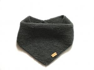 Handgestrickter Babyschal für den Winter aus weicher Merinowolle für kalte Wintertage