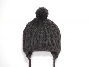 Dunkelbraune Bommelmütze mit Ohrenklappen aus weicher Wolle (Merino) - wunderbar für kalte Tage - KU 40-43 cm - Handarbeit kaufen