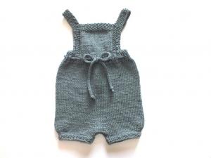 Handgestrickte Latzhose für Babys aus weicher Wolle (Merino) in blaupetrol - die sollte man unbedingt kaufen - Größe 62-68 - Handarbeit kaufen